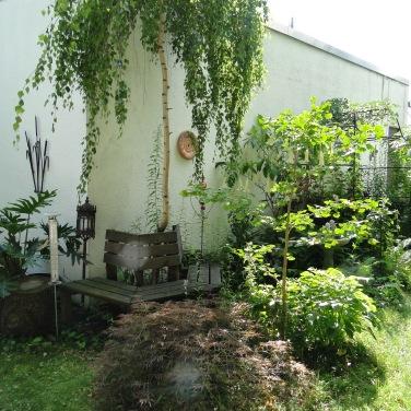 Die Trauerbirke ist ein Gruß an meine früh verstorbenen Großeltern, in deren Stuttgarter Garten eine alte Trauerbirke mein Traum-Haus war.